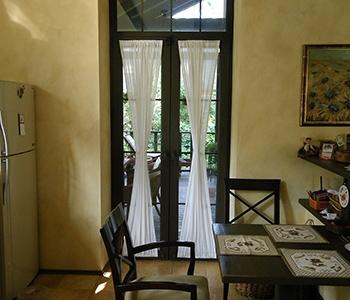 Балконная пластиковая дверь в доме без балкона