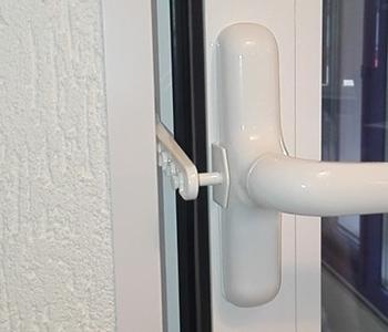 Поворотная створка в алюминиевой конструкции на балконе под контролем!