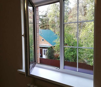 Ламинированные окна с внутренним переплетом для дома