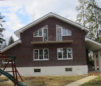 Остекление загородного дома с дизайнерскими окнами