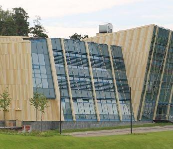 Спайдерное остекление фасада Центра фехтования
