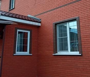 Окна с белой раскладкой для частного дома